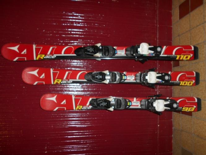 Dětské carvingové lyže ATOMIC RACE 90cm 812843b7526